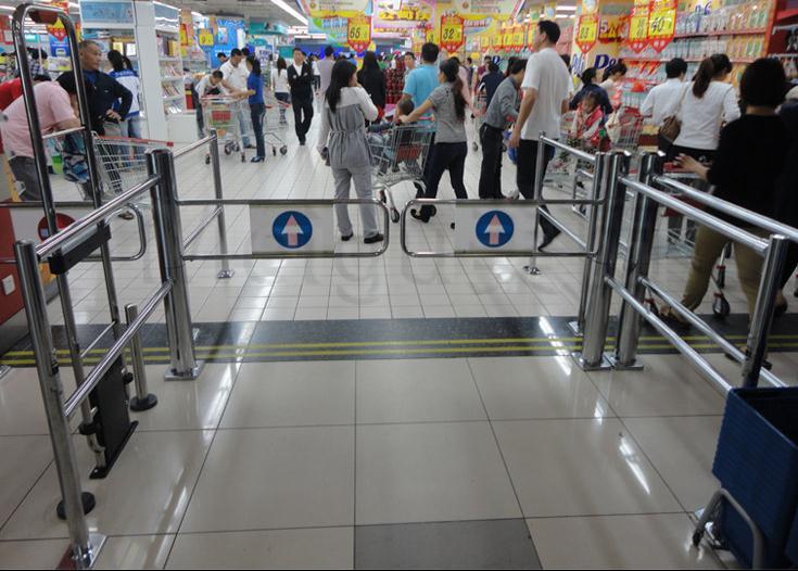 Porte automatique de capteur de porte de supermarché balançant la porte battante porte d'accès piétonne à sens unique