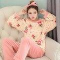Nuevo Anuncio Pijamas Para Mujer Ropa de Invierno de Manga Larga Home Use Servir Mujeres Engrosamiento Flores Cuello Redondo Chándal
