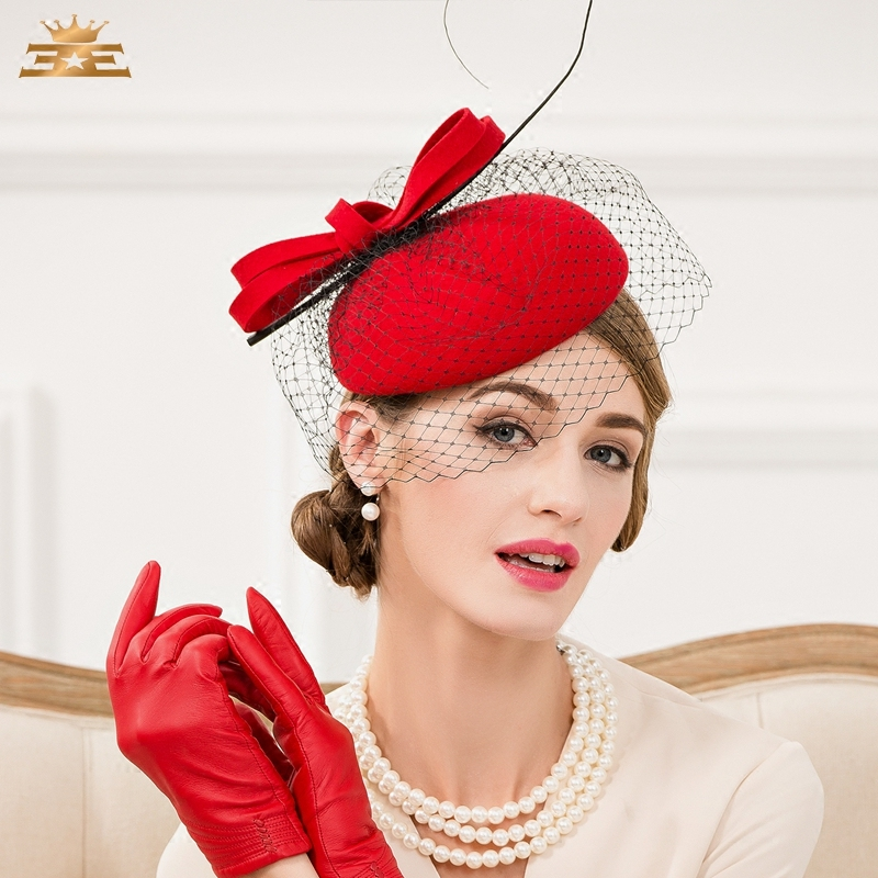 Шляпа с полями под красное платье
