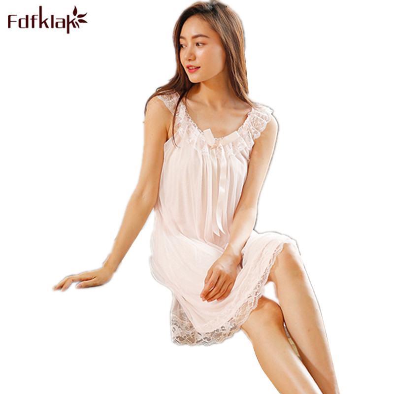 2018 New Sleeveless Women's Nightgown Sexy Sleepwear Cotton Night Dress White Princess Nightgown Sleepwear Plus Size S-XL E1234
