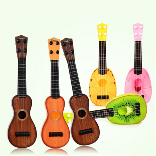 Quatro cordas simulação 11 polegada fruto dos desenhos animados pequena guitarra ukulele crianças educação puzzle plastic toys para o bebê