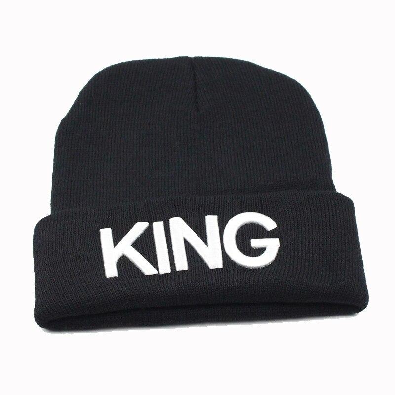 Tenere in Caldo Ricamato 3D Testi RE REGINA Cuffed Giornaliero Inverno  berretti Cappelli delle Donne Degli 2b8a9459205e