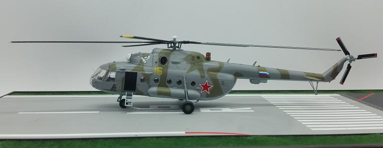1:72 Russian Air Force MI17 Armed Transport Helicopter Model Trumpeter 37047