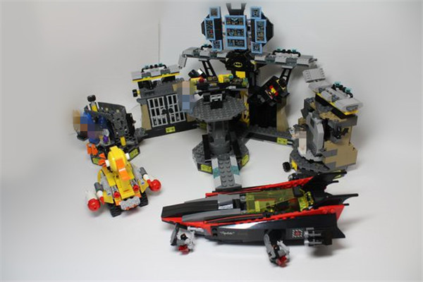 1047pcs Genuine Model Movie Batcave Break-in Set Compatible Lepins Building Blocks Bricks Educational Toys Boys Girls new stock lepin 07052 batcave break in set 1047pcs genuine model moviebuilding blocks bricks educational toys boys girls 70909