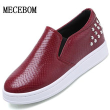 2016 Spring Women Flat Shoes Fashion Rivets Slip On Loafers Breathable Round Toe Women Casual Flats Platform Shoes