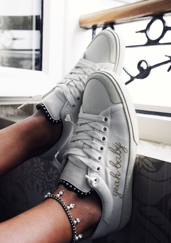 Fashion White Shoes Classic Embroidery Casual Shoes Women Leisure Low Top Flats Shoes Breathable Walking Shoes Zapatos Casuales