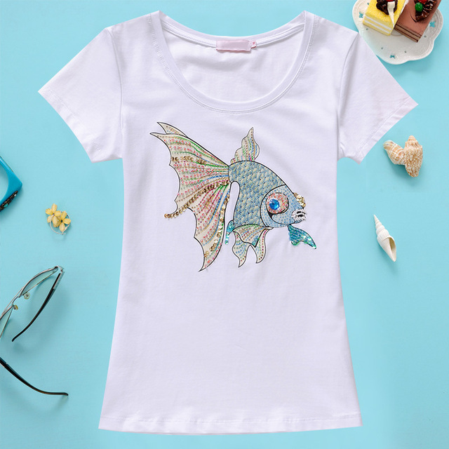 2016 Verão Nova Chegada de Moda Artesanal de Diamantes Talão Peixinho Pequeno Manga Curta O Pescoço Fino Camisa Das Mulheres T