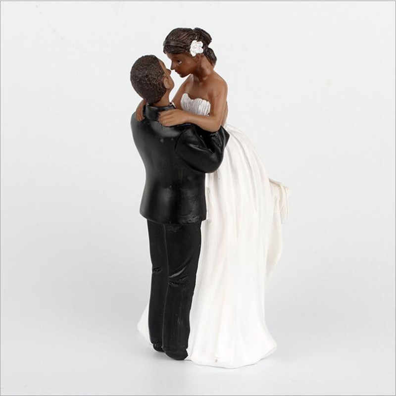 New Groom Holding Bride Cake Topper Figurine Black Skin Couple Wedding Cake Topper Figurines Wedding Decoration Supplies