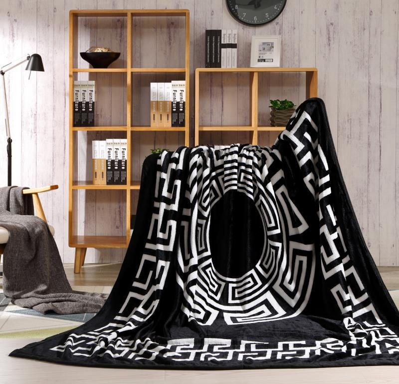 2019 Coral Fleece Blanket Winter Black and White Blanket Flannel Student Nap Air Conditioning Blanket Sofa Blanket