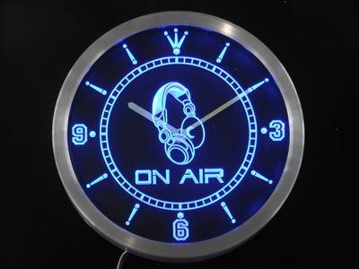 Nc0446 sur l'horloge de mur LED de signe de néon de barre de casque d'air