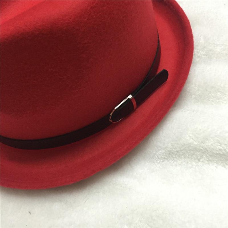 4a06131239 2017 Nova Moda Elegante do vintage Outono Inverno Cinto fedora vermelho  chapéus para as mulheres Senhoras feminino jazz Cap cowboy top Chapéus  vermelho em ...