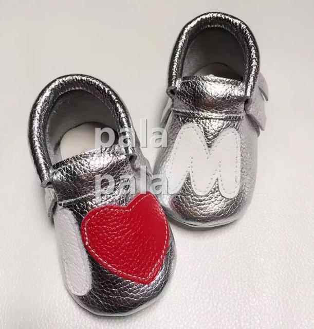 O envio gratuito de Qualidade SUPERIOR nova moda coração de Couro genuíno franja franja mocassins sapatos de sola macia do bebê crianças primeiro walker