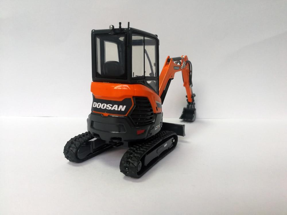 UH 8141 1:25 Doosan DX27Z ExcavatorToys