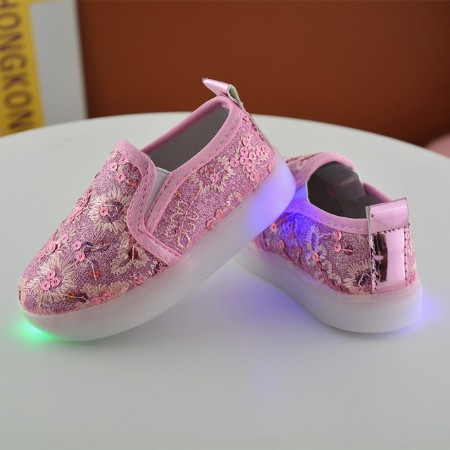5f3aaadc394a 2017 New fashion style kids LED light shoes 1 - 6 years old baby boy and  girl casual sport shoes glowing childre flat shoes