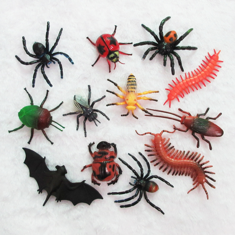 (12 pieces/set) Soft Plastic Insects Toy Model Bat Fly Bugs Centipede Spider Cockroach Beetle Medium Animals Figures Prank Items