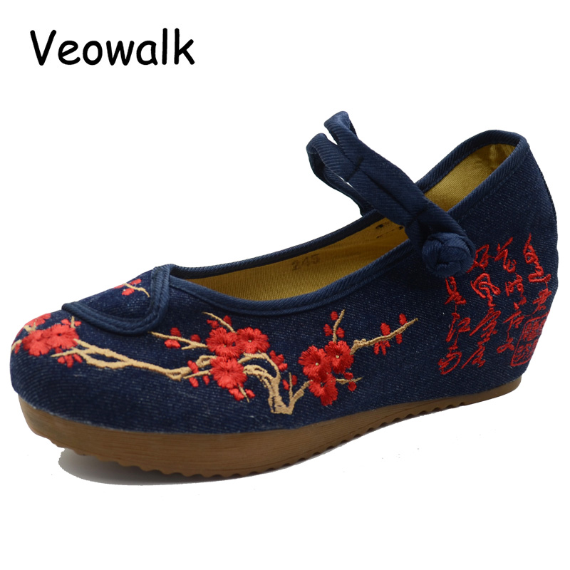 Veowalk Navy Blue Women Canvas 5cm Heel Wedge Shoes Old Beijing Ladies Flower Embroidered Cotton Cloth Platforms Zapatos Mujer vintage flats shoes women casual cotton peacock embroidered cloth flat ankle buckles ladies canvas platforms zapatos mujer