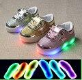 Nuevo 2016 de la manera LED iluminado preciosos zapatos de bebé transpirable bebé niñas niños zapatillas de bebé de cuero de alta calidad