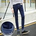 2016 azules skinny jeans hombres de tendencia de ropa slim pequeños , además de terciopelo pantalones pantalones casuales hombres de gran tamaño 28-34