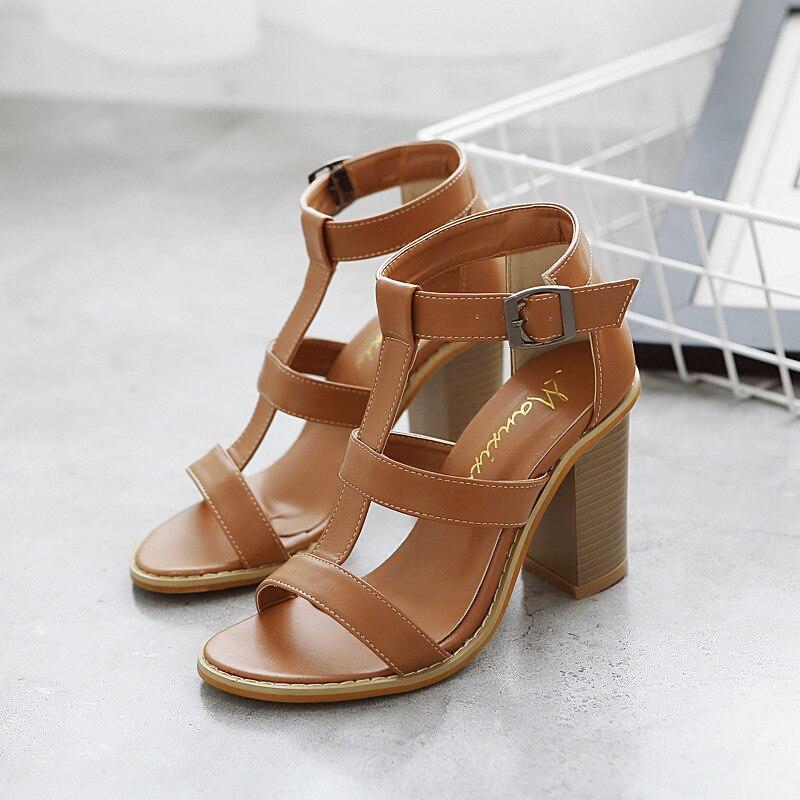 En hiver de 2018 nouvelles sandales femmes européennes et américaines top 40 mètres d'épaisseur avec des talons hauts peep-toe chaussures marron