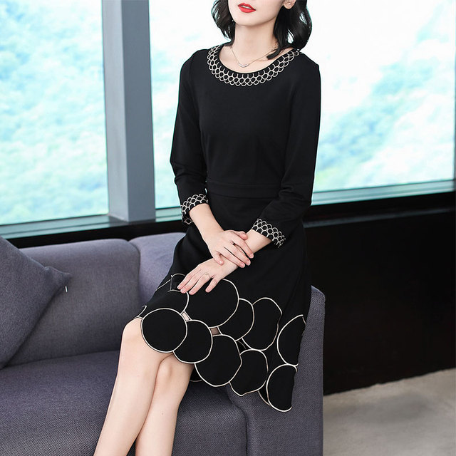 2018 New Autumn Fashion Women's Clothing O-neck Hollow Out Embroidery Dress Three Quarter Sleeves Dresses Female 2