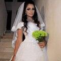 Alta Qualidade Two-Layer Hip0Length Guarnição Do Laço Véus De Noiva com Pente 2017 Curto Branco de Noiva Acessórios Do Casamento Véu V124