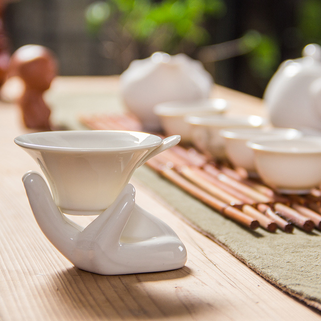 White Porcelain Tea Strainers Ceramic Hand Holding Tea Filter Chinese Kung Fu Tea Sets Tea Leaf Spice Filter Chinaware D014