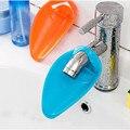 1 pcs Banheiro Torneira Da Pia Calha Extensor Crianças Kids Acessórios Definir Material de Casa de Banho Lavar As Mãos Silicone Titular do Banheiro