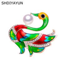 SHDIYAYUN nuevo broche de perlas dibujos animados broche de cisne esmaltado para mujeres broche de oro alfileres perla de agua dulce Natural Dropshipping(China)