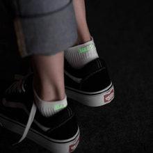 цена на 2019 New Men Socks cotton Letter socks Fluorescence Ankle socks Harajuku white black breathable Unisex Funny socks sox skarpetki