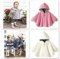 2016 Hoodies Del Bebé Abrigos Reversibles Manto Cabo Rosa Blanco trajes de niña