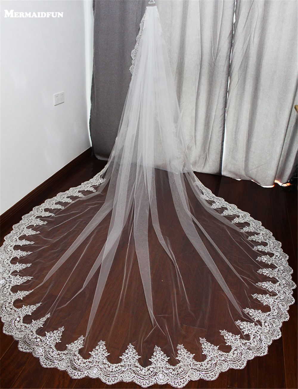 2019 1 Layer 3 Meter Bling Sequined Lace Edge Long Wedding Veil med Comb 3 M White Ivory Bridal Veil Voile Mariage