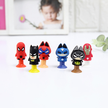 6 stks / partij Movie Actiefiguren Kat spider Bat en Mannen van Iron Mini Sucker Cup Grappige Creatieve Speelgoed Kids Potlood Topper Decor