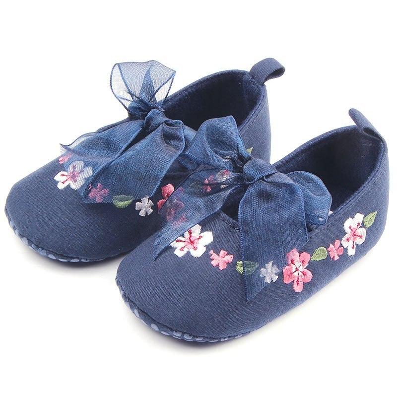 Сладкий очень легкий для маленьких девочек принцесса Мэри Джейн цветок Шнуровка с бантиком Prewalker Обувь кроватки Babe мягкая подошва обувь ...