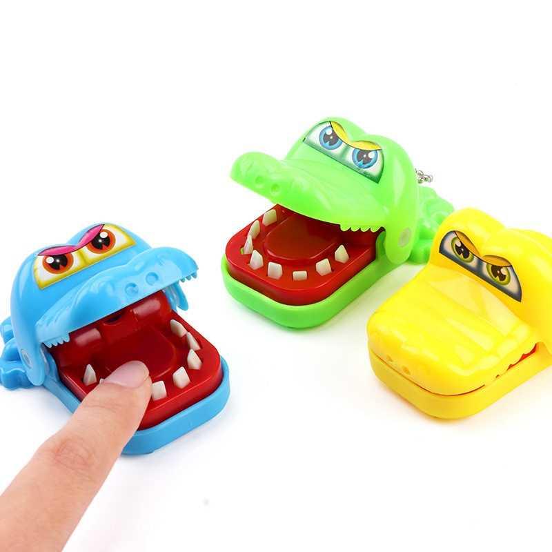 TOY110-1 Hot New Criativo Pequeno Crocodilo Mordida Jogo Dedo Divertimento Do Cão Tubarão Joke Engraçado Brinquedos Criança Travessa Da Família Se Divertir brinquedos