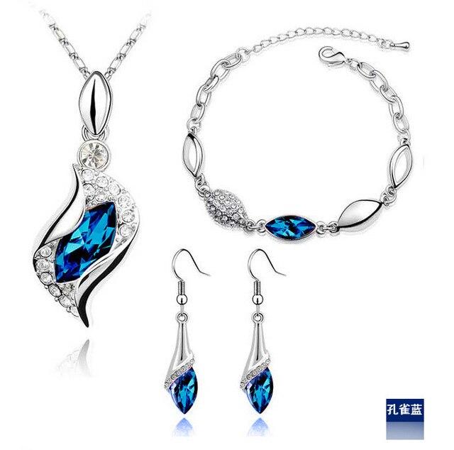 ee1d17671556 Moda ojo Popular caballo rhinestone cristalino collar pulsera aretes de  tres conjuntos determinados de la joyería