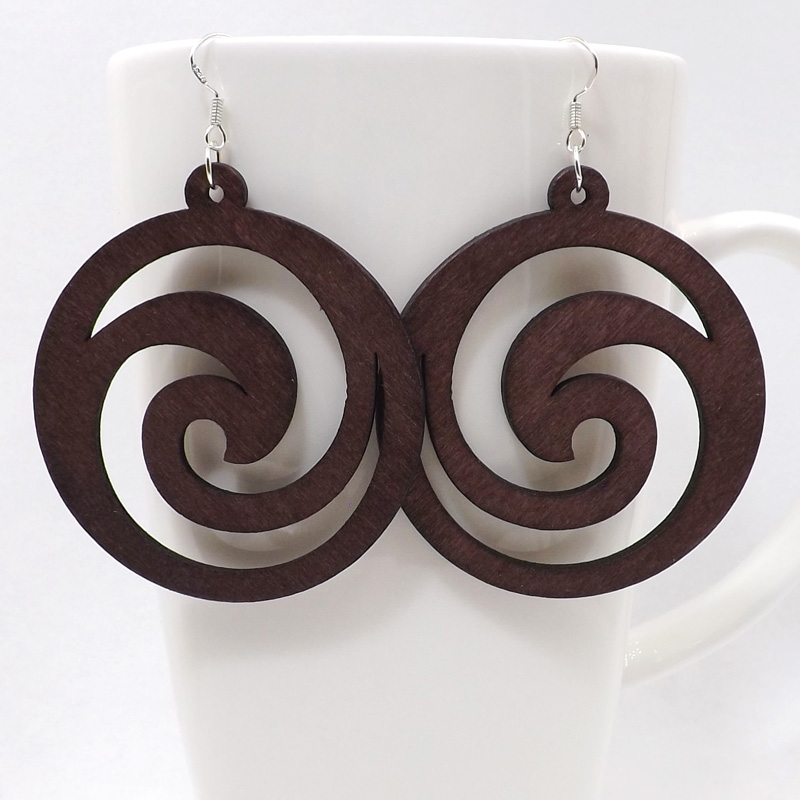 Qiaohe 1 Pair Good Quality Wood Earrings Organic Round Flower Brown Hollow African Woman Wooden Brincos Pendant 5.5cm/2.2'' E35