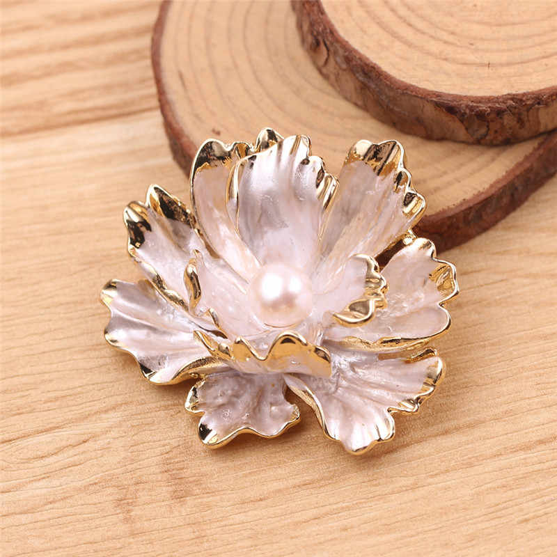 合金の花錦織りのど真珠のブローチクリスタルピンブローチウェディングパーティージュエリーギフトブローチ女性の洋服アクセサリー