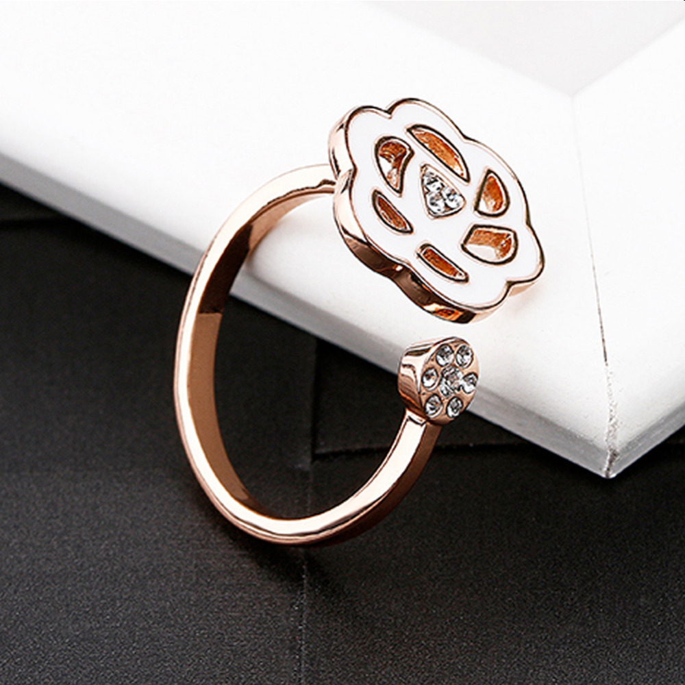 OUXI Antique Fashion Finger Rings for Women Trendy Copper Flower Rhinestones Jewelry Opened Adjustable Size for Female