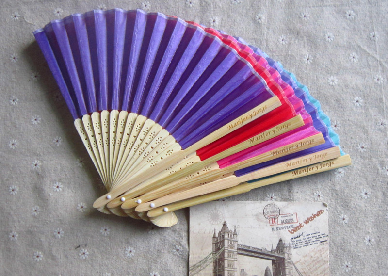 8.25inch=21cm 50pcs/lot Personalized Wedding Silk Hand Fans Gifts Party Favors Print Date and Name on Handle ...