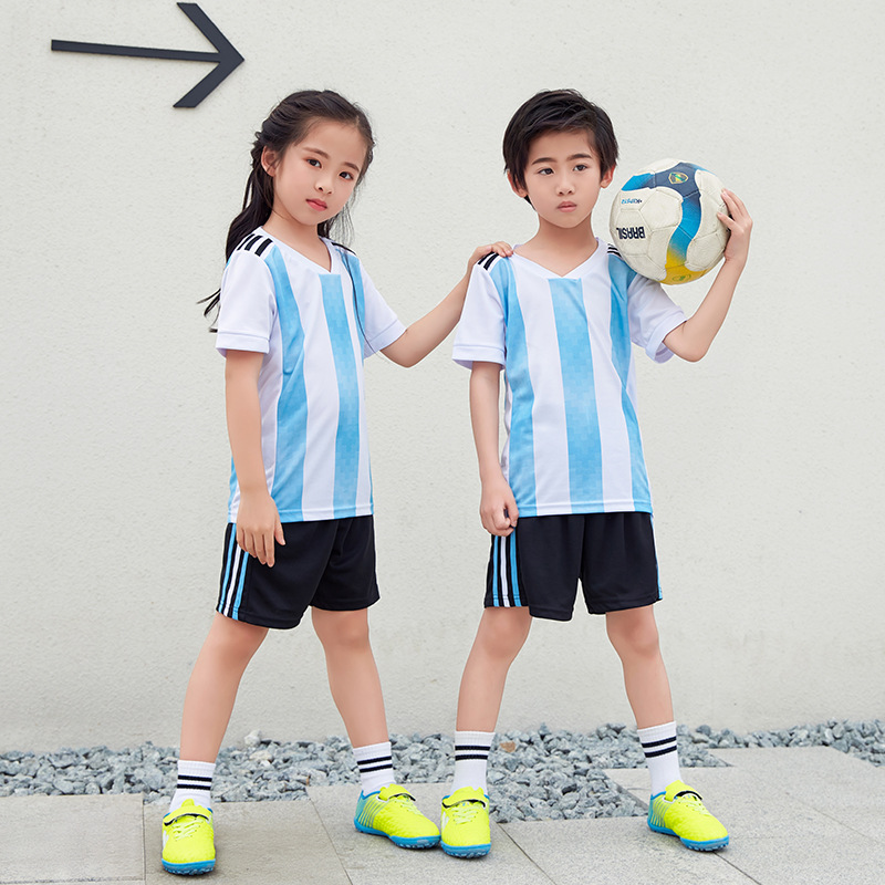 2018 Football Jerseys Kids Argentina France Croatia Soccer Uniforms Children Sports Suits Boy Girl Matching Outfits 7 Style блеск для губ rimmel oh my gloss 330 цвет 330 snog variant hex name 9b4b54