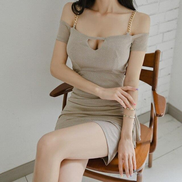 Фото женское платье на тонких бретельках клубное облегающее мини