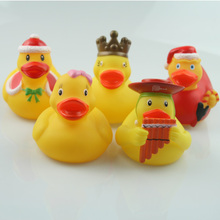 New floating duck cute baby water bath toy Christmas crown rubber duck classic toy gift boy girl baby 2019 new classic baby bath floating rubber duck toy cute unicorn frog sailor bath toy birthday party dress toy