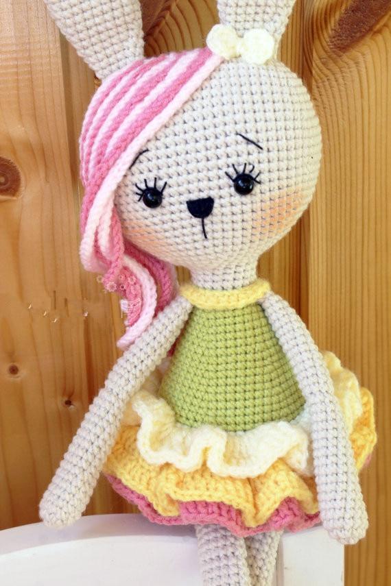Le hochet poupée fille lapin eautifl