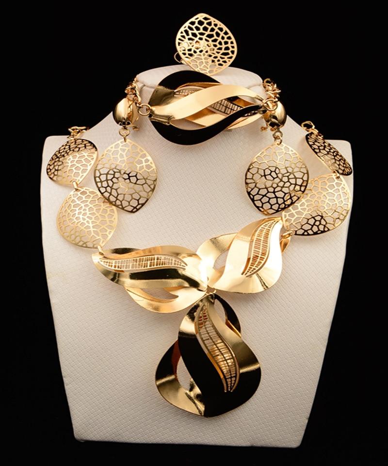 2017 MUKUN Dubaï Ensembles de Bijoux De Mariée Cadeau mariage Nigérian  accessoires grand africain plaqué or bijoux set Costume Parures de la  boutique en
