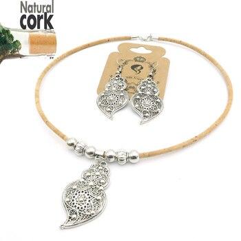 Σετ σκουλαρίκια-κολιέ, κοσμήματα με ασημένια καρδιά και (φυσικό φελλό το κολιέ).