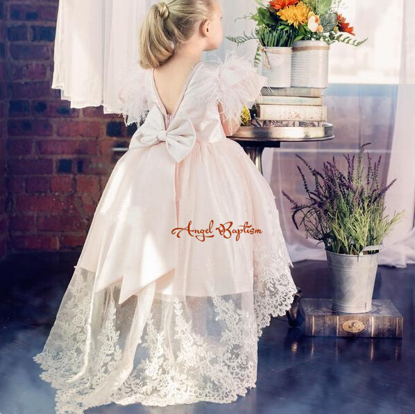 цена Cute pink flower girl dresses pearls lace embroidery girls dress high-low dress with bow and feathers plaid backless girl dress