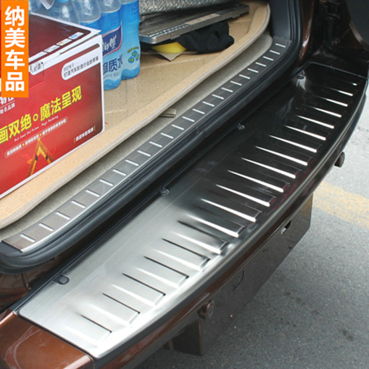 For Toyota RAV4 RAV-4 2009-2012 Trunk Sill Pedal Cover Decoration Trim Cover Pedals Tread Plate Rear Bumper Protector Stainless high quality stainless steel rear bumper protector sill trunk tread plate trim for hyundai santafe ix45 2013 to 2016 auto parts