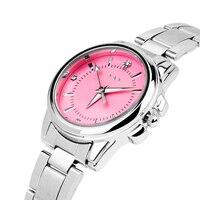 Небольшие часы с розовым циферблатом