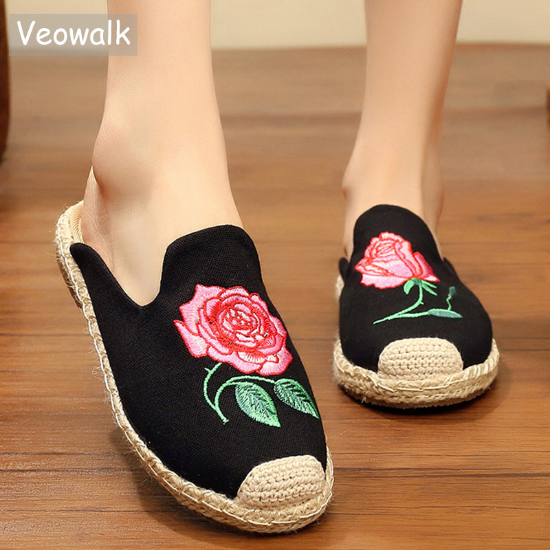 Veowalk Handmade Summer Women Linen Canvas Close Toe Flat Slippers Flower Embroidered Ladies Casual Mules espadrilles Shoes veowalk chinese painting plum flower embroidered women canvas flat espadrilles fashion ladies comfort driving loafers shoes