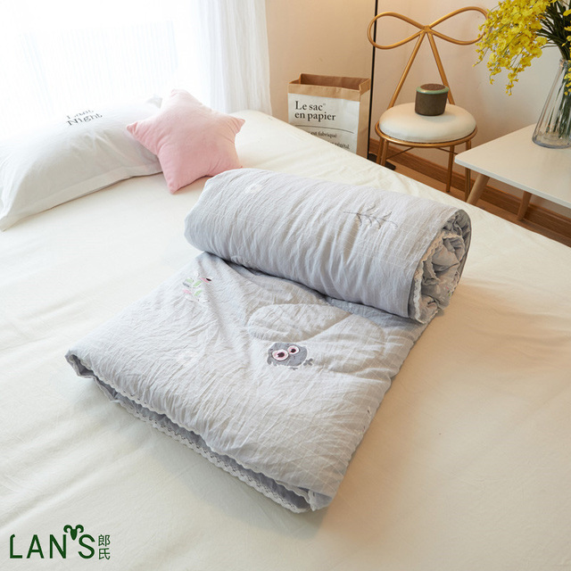2017 Designer Chic Summer Quilts Washable Cotton Duvets Thin Super Soft Lace Edge Blankets Comforters Twin